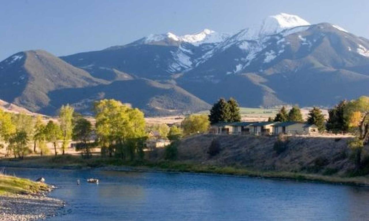 14306_9637_fly_fishing_yellowstone_river_montana_md.jpg.1920x0.jpg