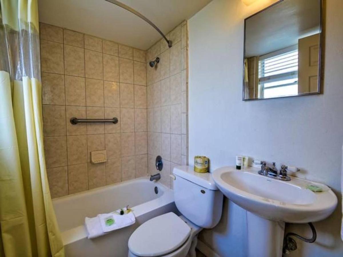 bathroom-1.jpg.1024x0.jpg