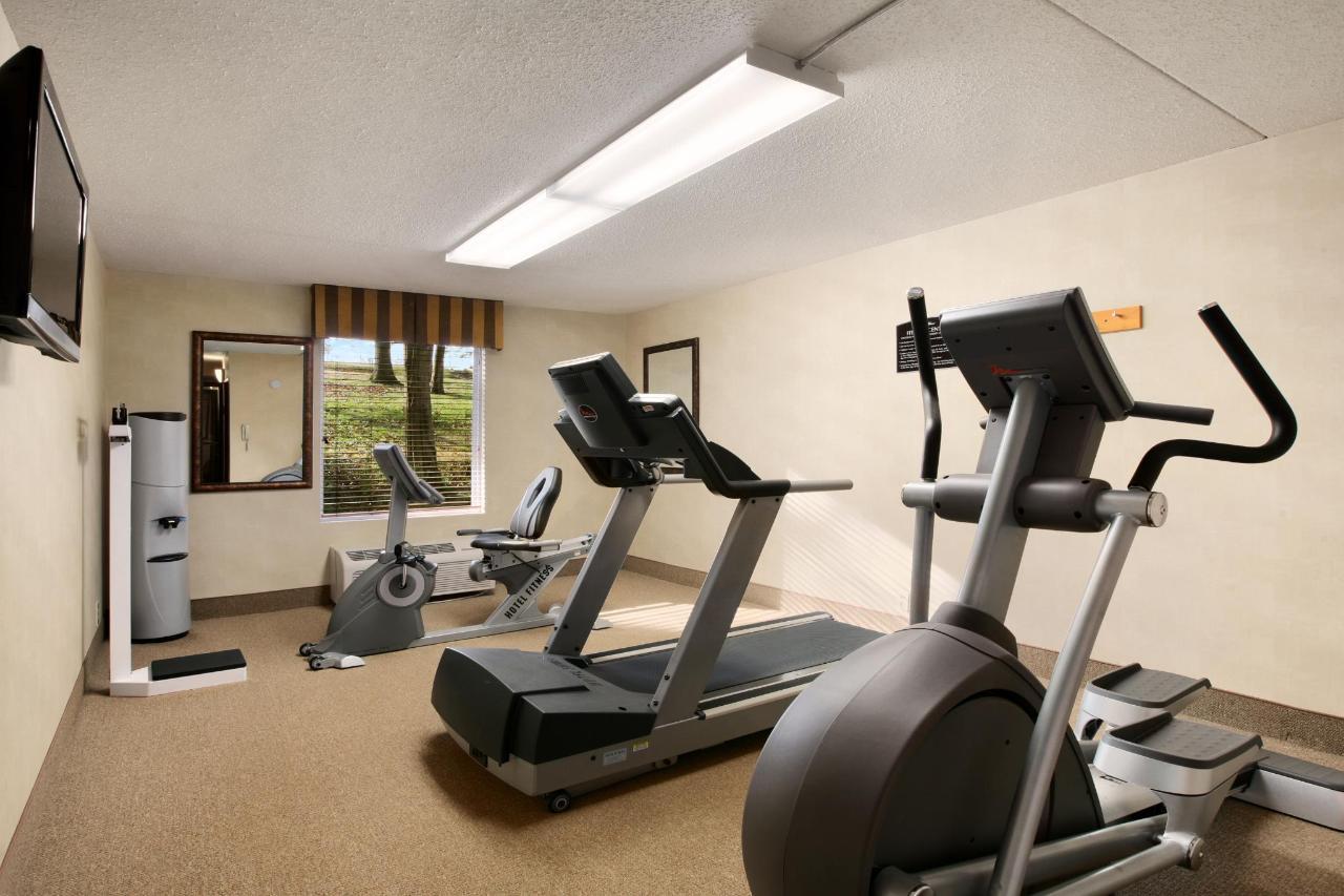 Baymont Branson Fitness Center.jpg