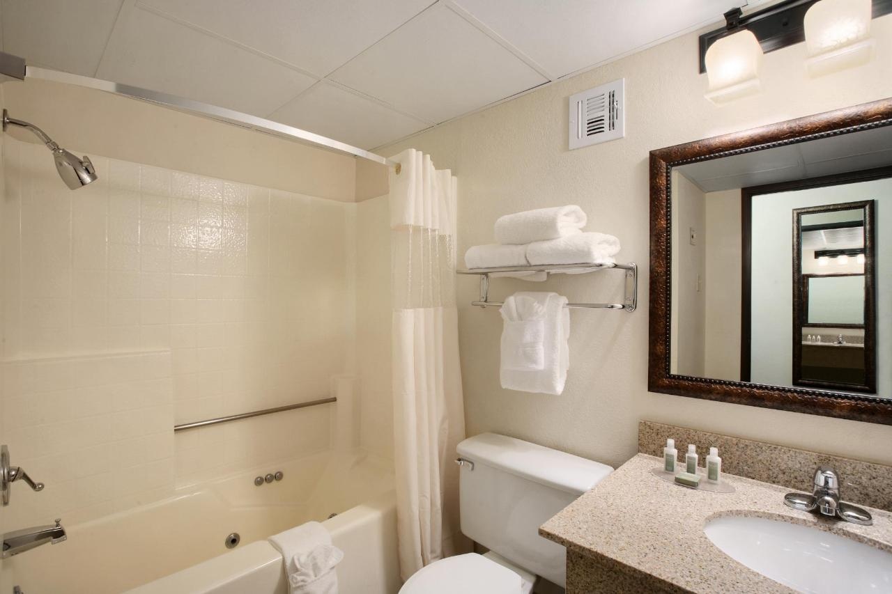 Baymont Branson All Rooms Bathroom.jpg