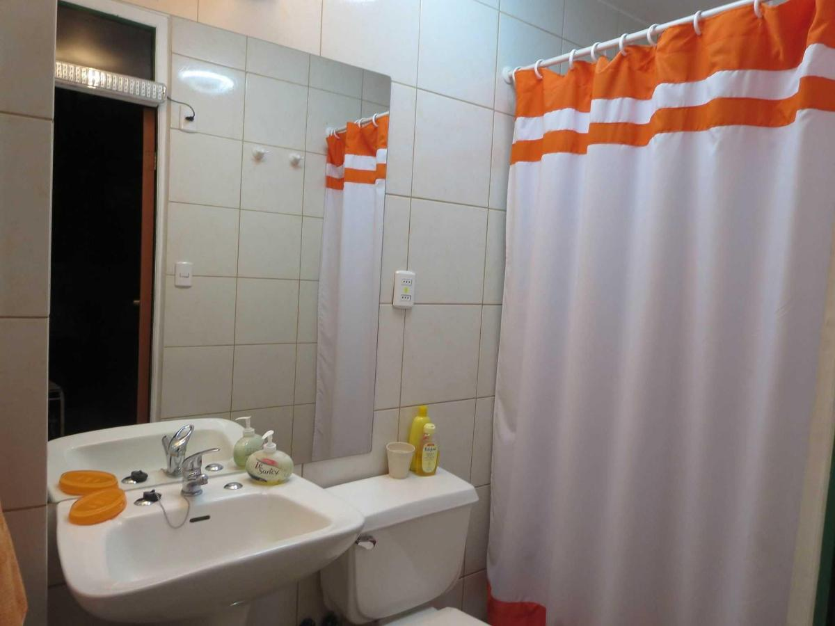 a4-private-bathroom-twin-room.JPG