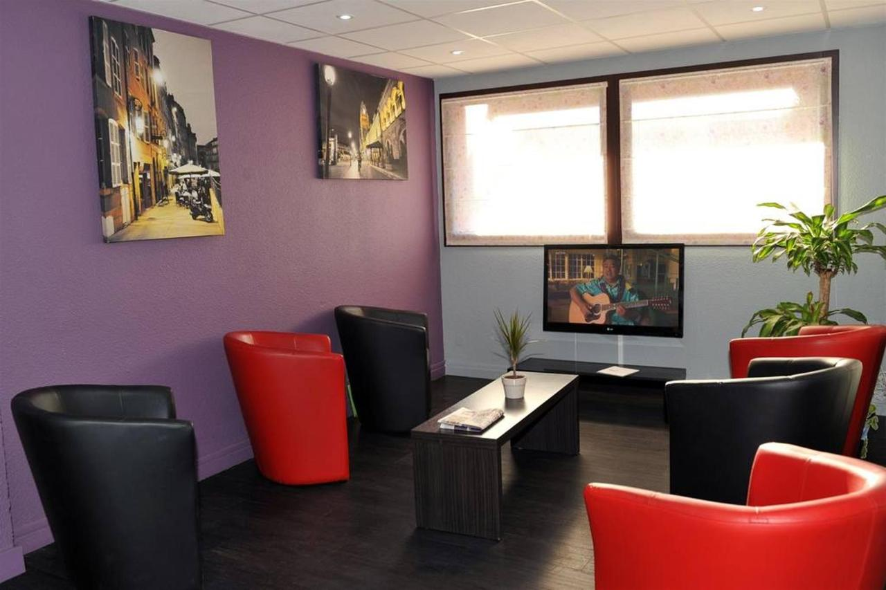 petit-salon-lobby-area-002-1.jpg.1024x0.jpg