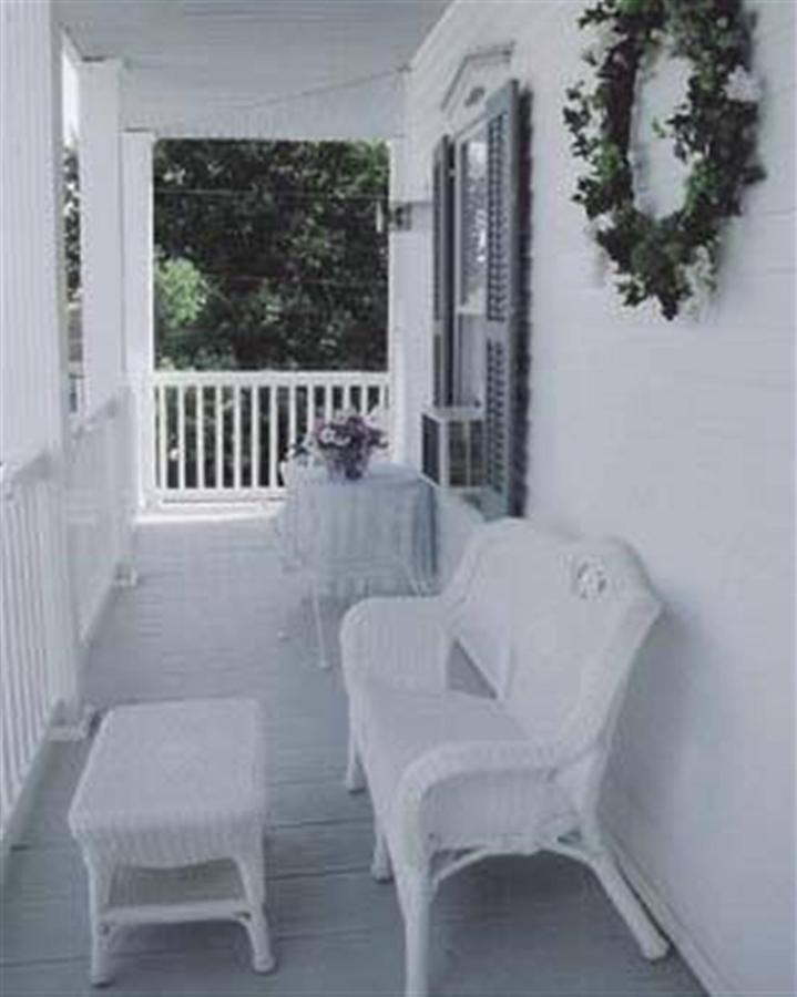 white-lilac-inn-2.jpg.1920x0.jpg
