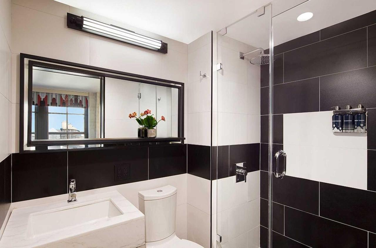 perfect-bath-new-york-hotel.jpg.1920x0.jpg