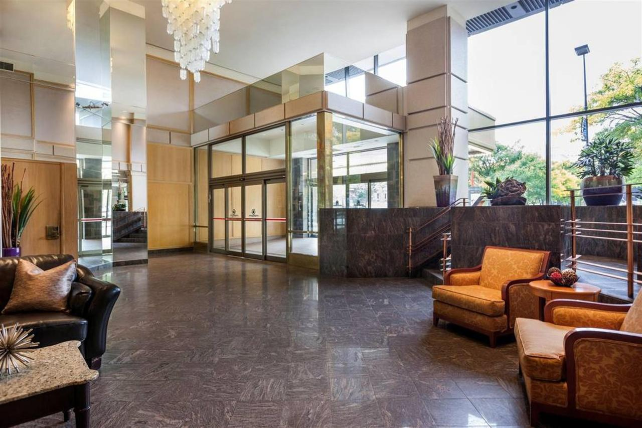 hotels_gouverneur_montreal_02_entree.jpg.1024x0.jpg