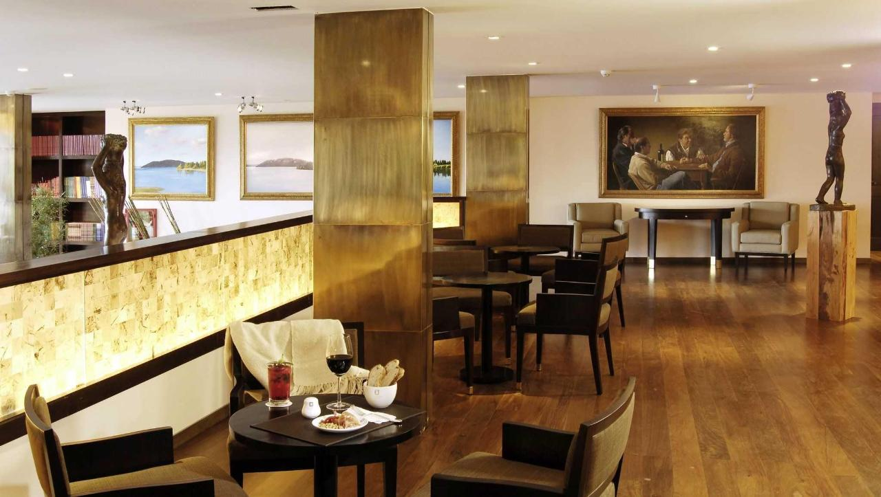 Lobby Bar - El Casco Art Hotel.JPG