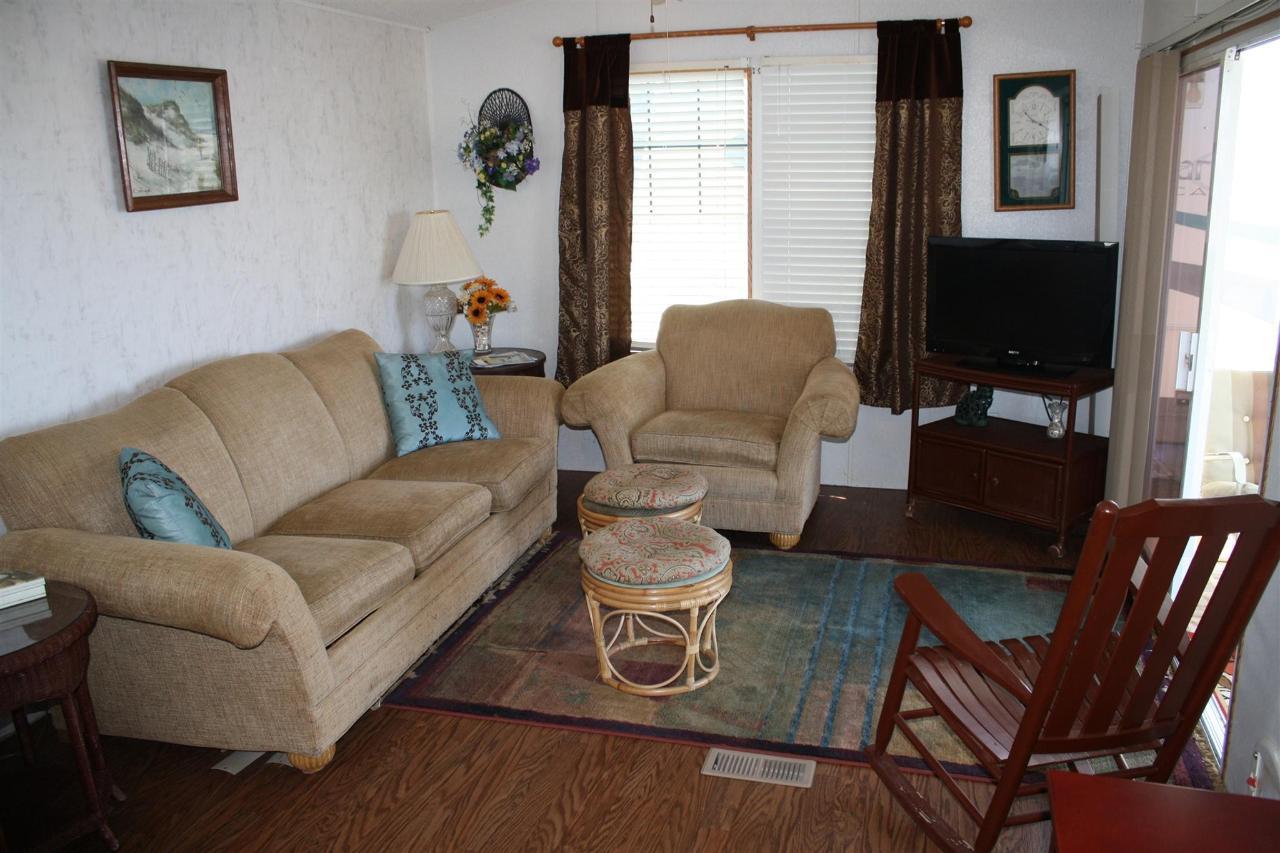 snook-living-room-2.JPG.1920x0.JPG