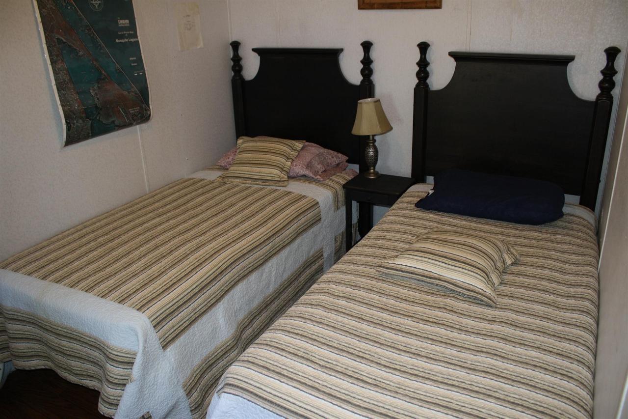 snook-bedroom-twin-beds.JPG.1920x0.JPG