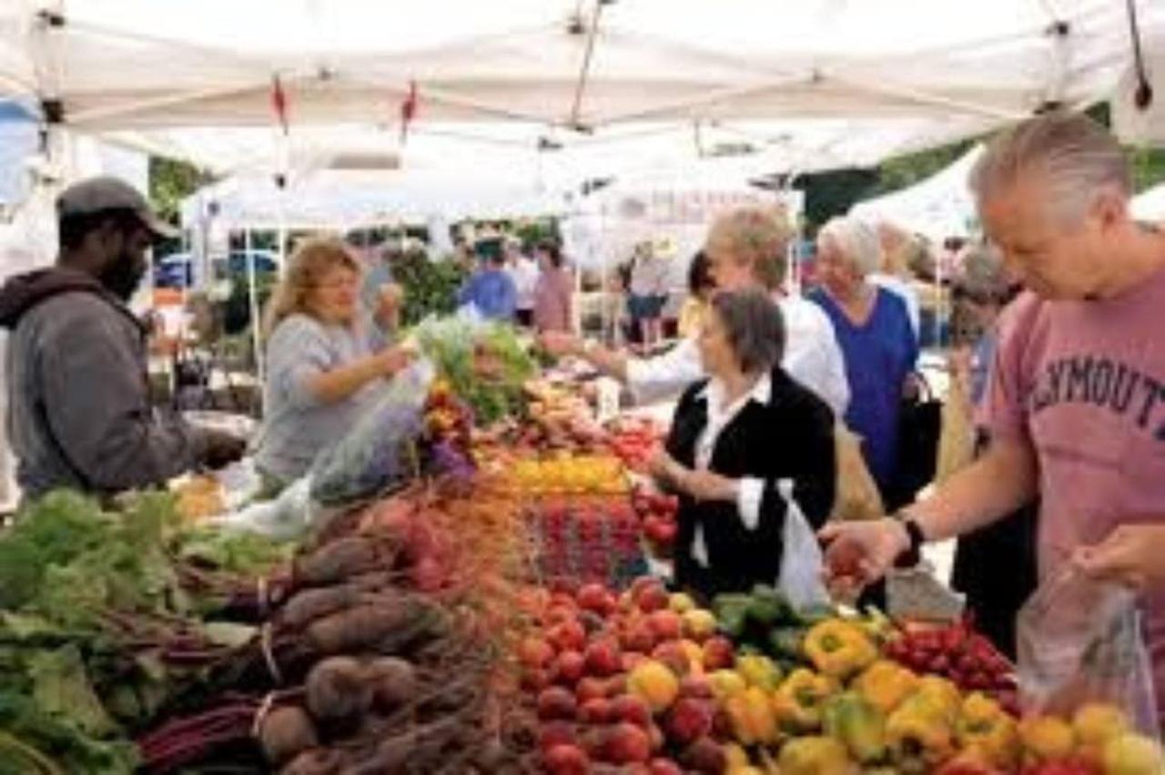 farmers-market-copy.jpg.1024x0.jpg
