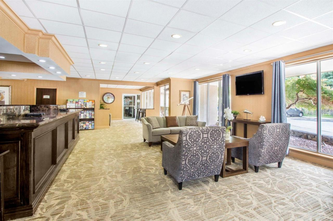 lobby-2-3.jpg
