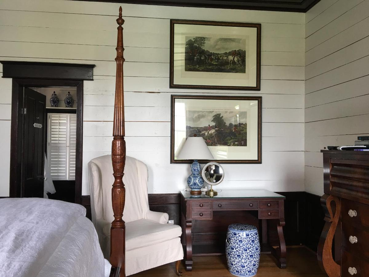 farmhouse - master bedroom desk.JPG