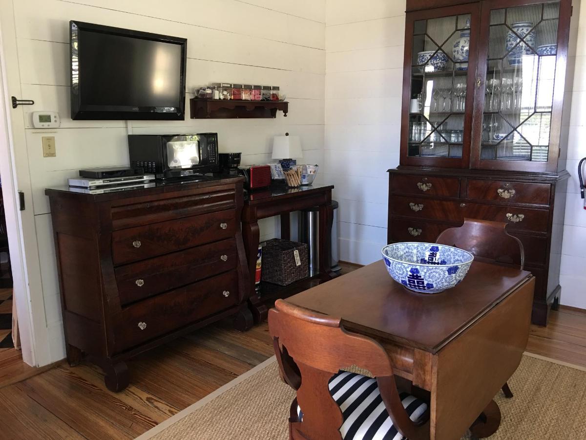 farmhouse - living kitchenette.JPG