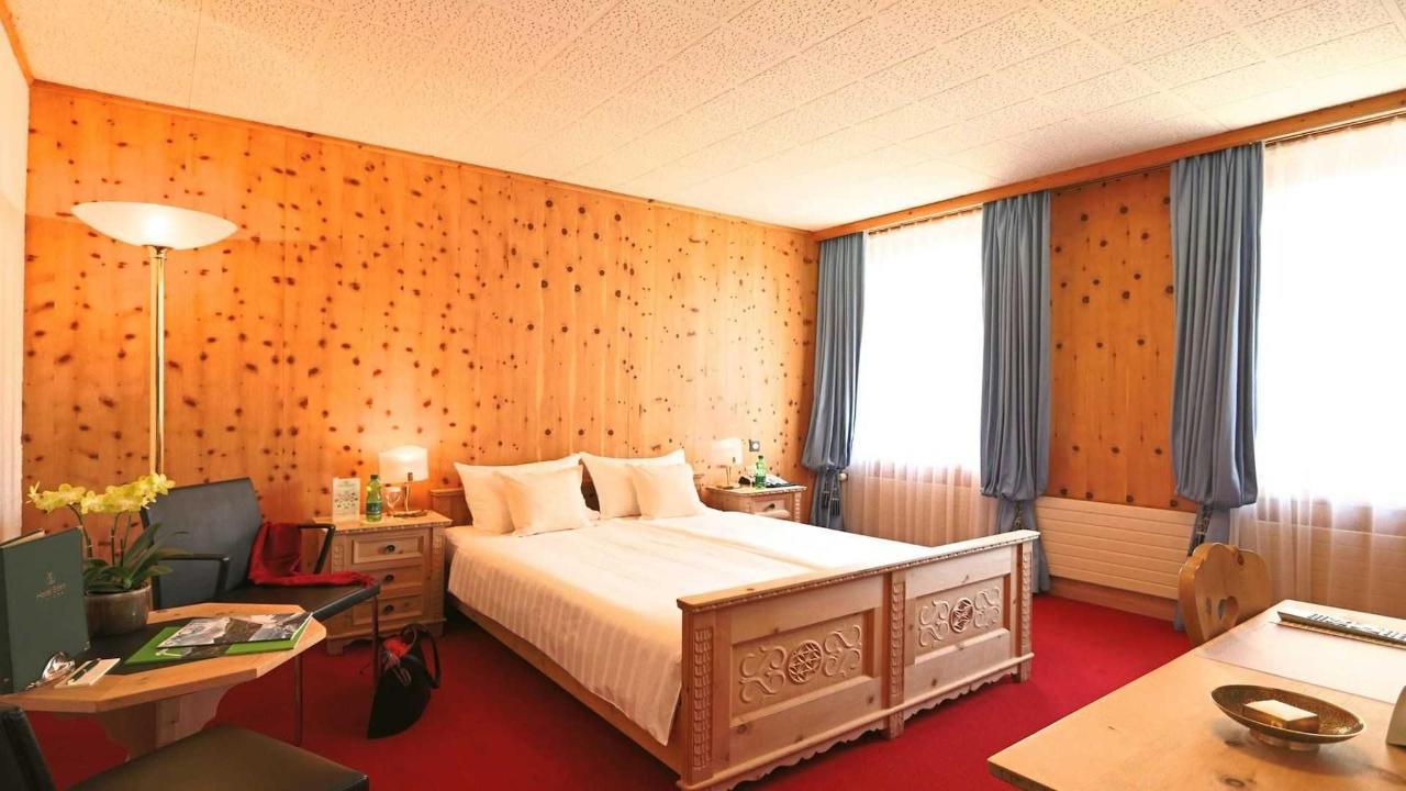 Doppelzimmer Standard.jpg