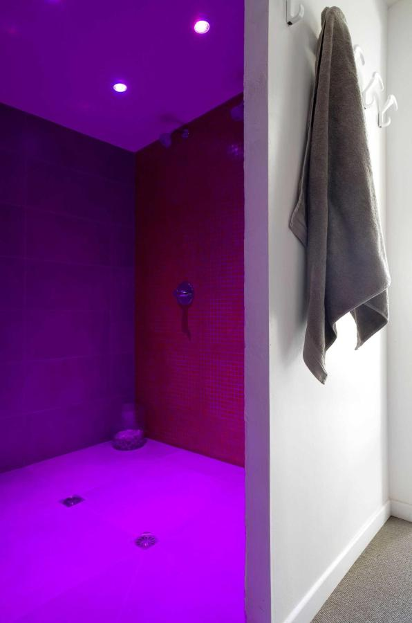 Chromatherapy shower.JPG