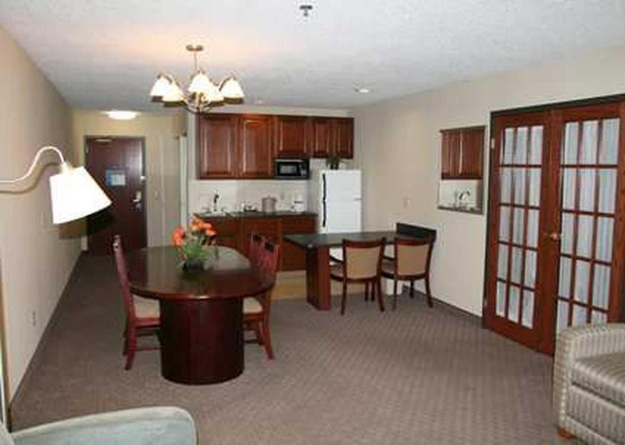 Hampton Inn Midland (10).jpg