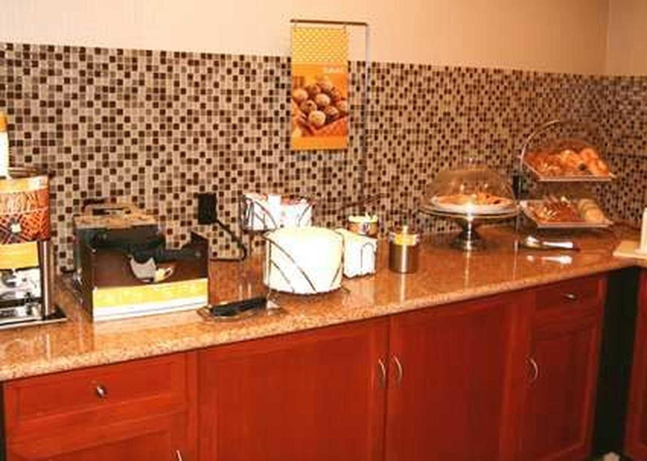 Hampton Inn & Suites East LansingOkemos (1).jpg