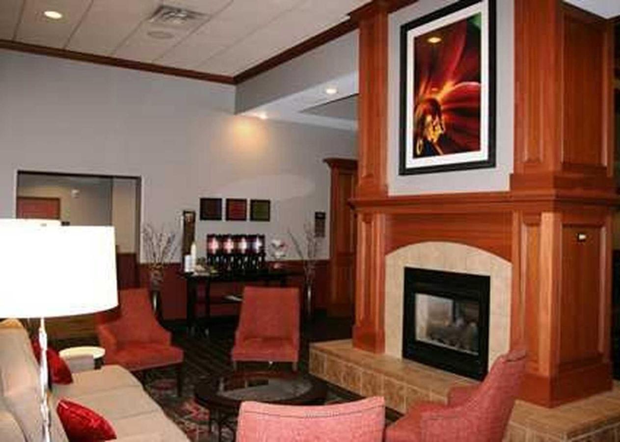 Hampton Inn & Suites East LansingOkemos (2).jpg