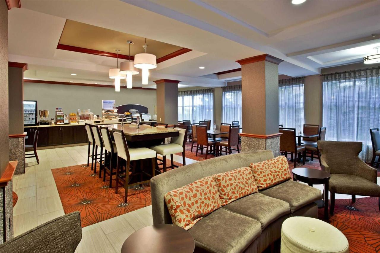Holiday Inn Express Hotel & Suites Grand Rapids North (1).jpg