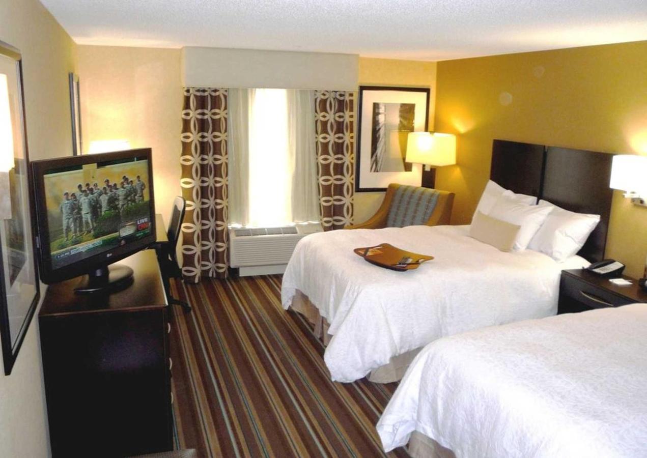 Hampton Inn Suites Flint Grand Blanc (1).JPG
