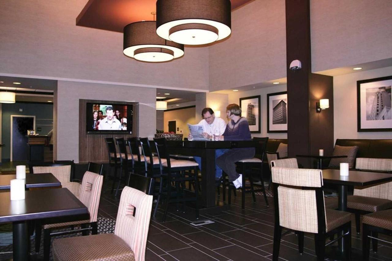 Hampton Inn Suites Flint Grand Blanc (7).jpg