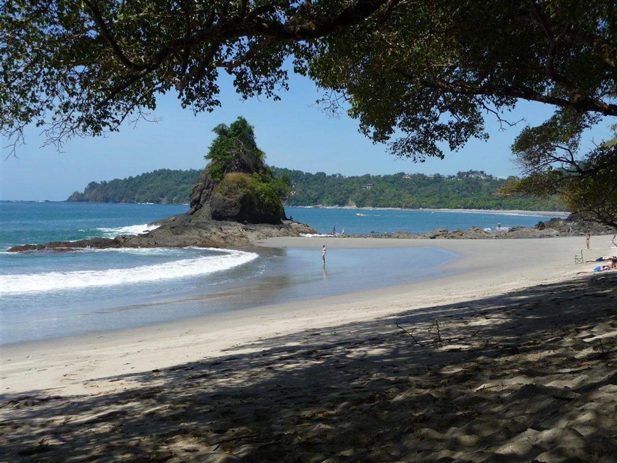 public-beach-manuel-antonio-park-180-dpi.jpg.1024x0.jpg