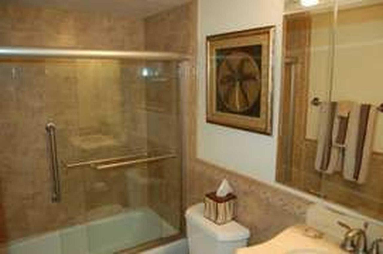 302_bathroom.jpeg.1920x0.jpeg