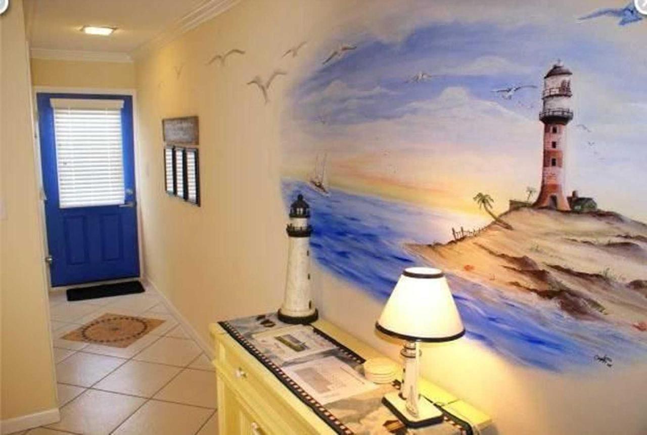 condo-210-sr-wall-mural-1.jpeg.1920x0.jpeg