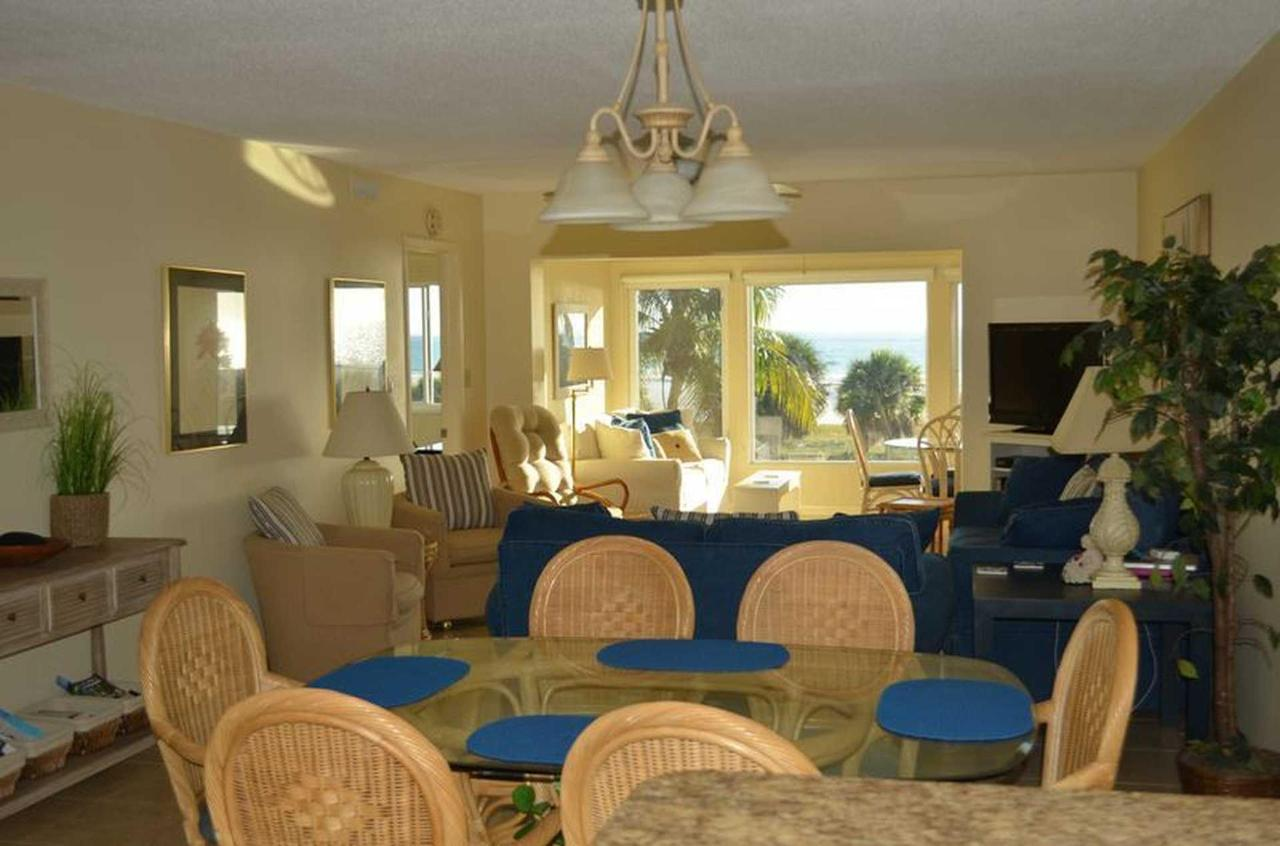sr-condo-300-dining-area-view.jpeg.1920x0.jpeg