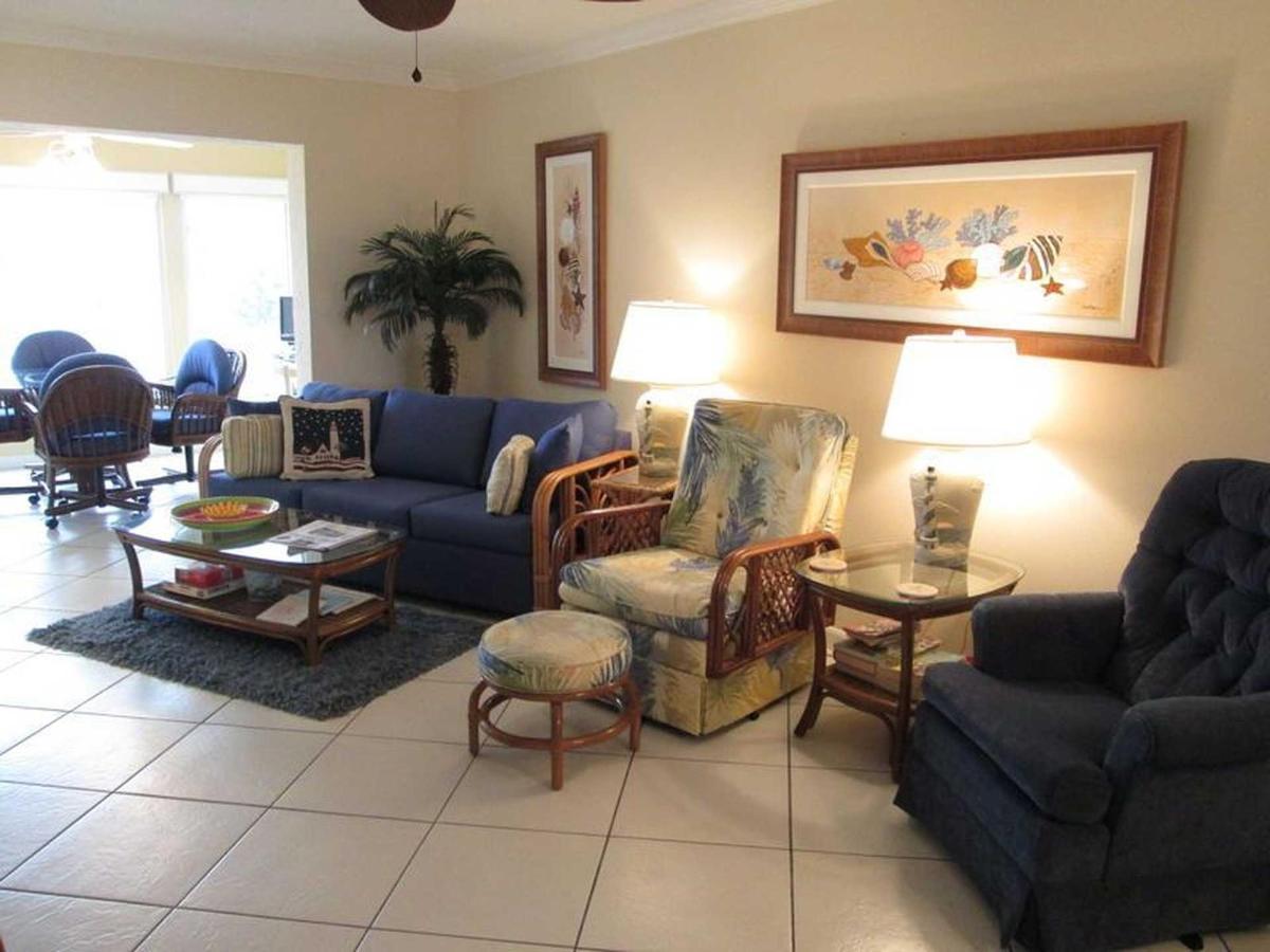 condo-210-sr-living-room.jpeg.1920x0.jpeg