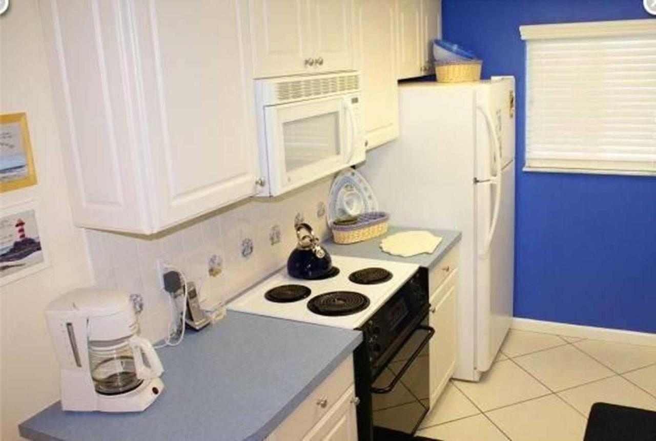 condo-210-sr-kitchen.jpeg.1920x0.jpeg