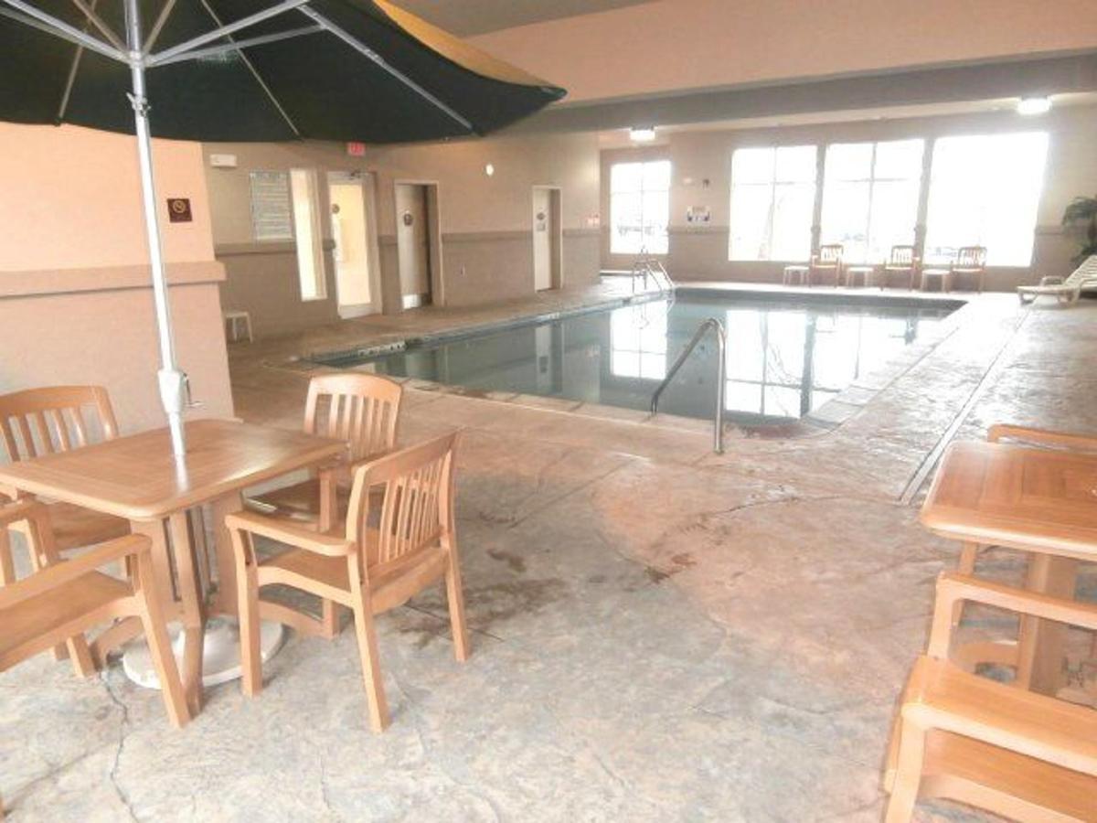 mo158-indoor-pool-3.JPG
