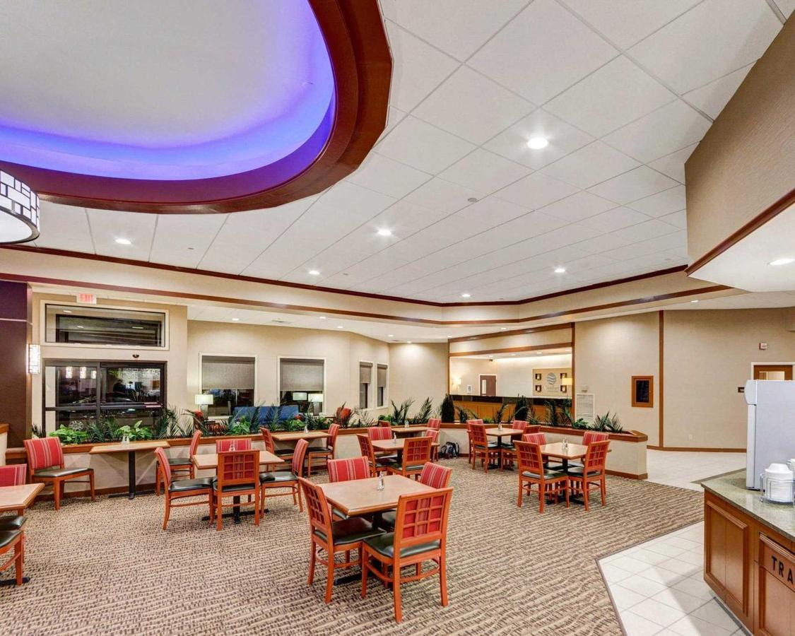 breakfast-lobby-front-desk.JPG.1920x0.JPG
