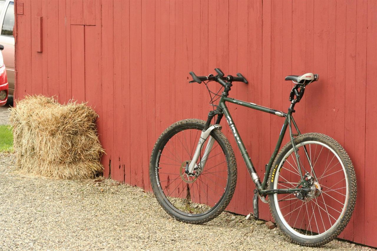 bike-at-barn.jpg.1920x0.jpg