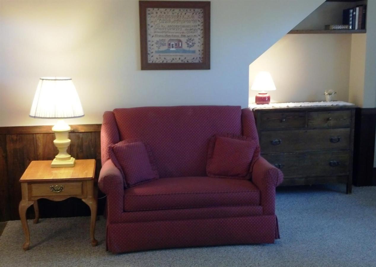 king-classic-couch.jpg.1920x0.jpg
