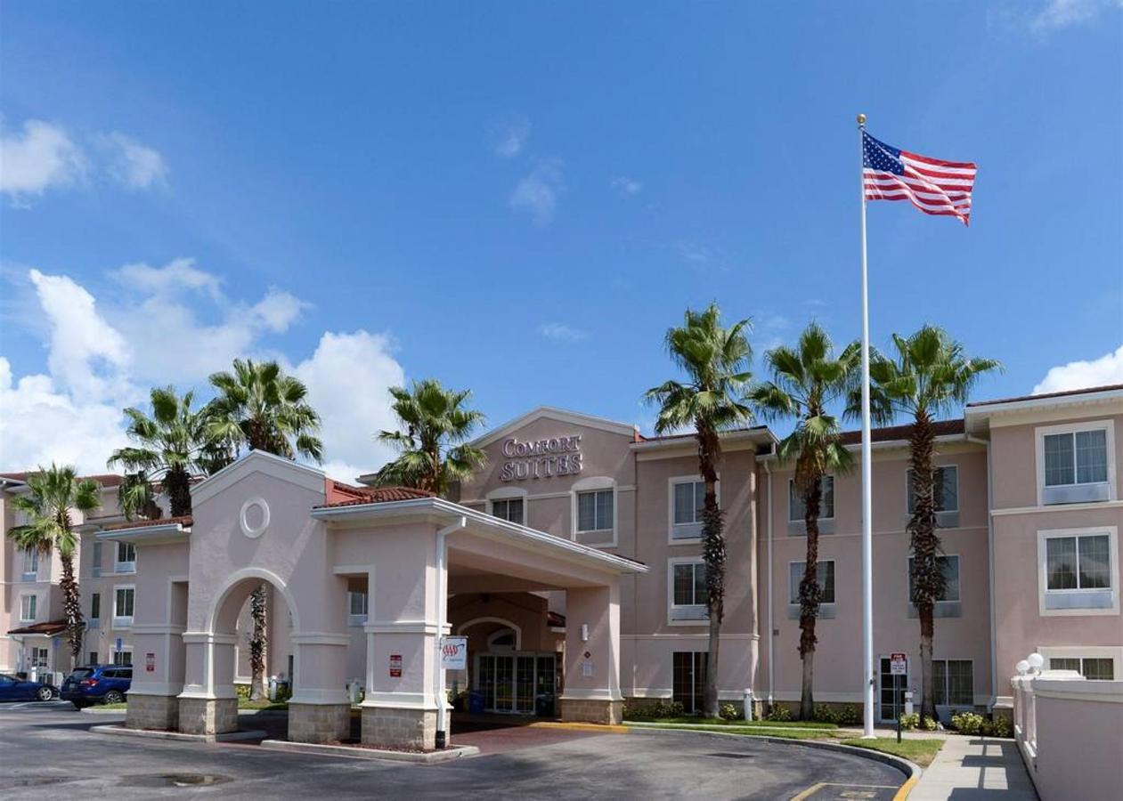 hotel-entrance.jpg.1024x0.jpg