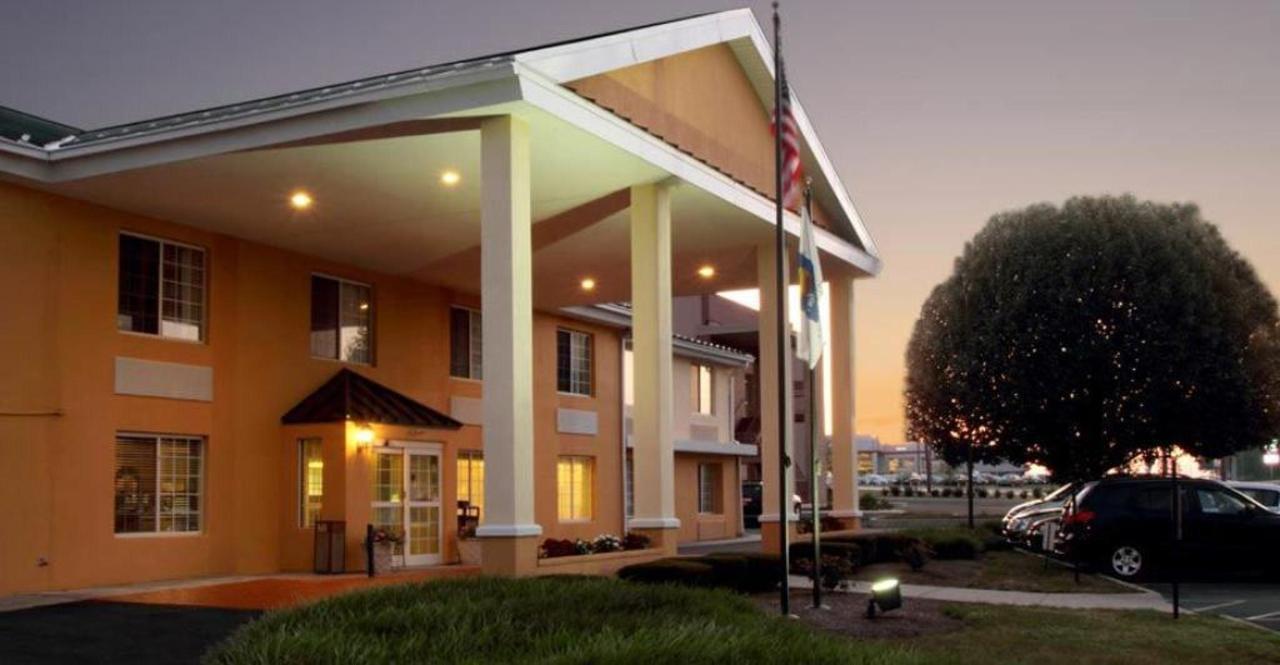 comfort-inn-harrisburg-hotel-pennsylvania-exterior-2.jpg.1024x0.jpg