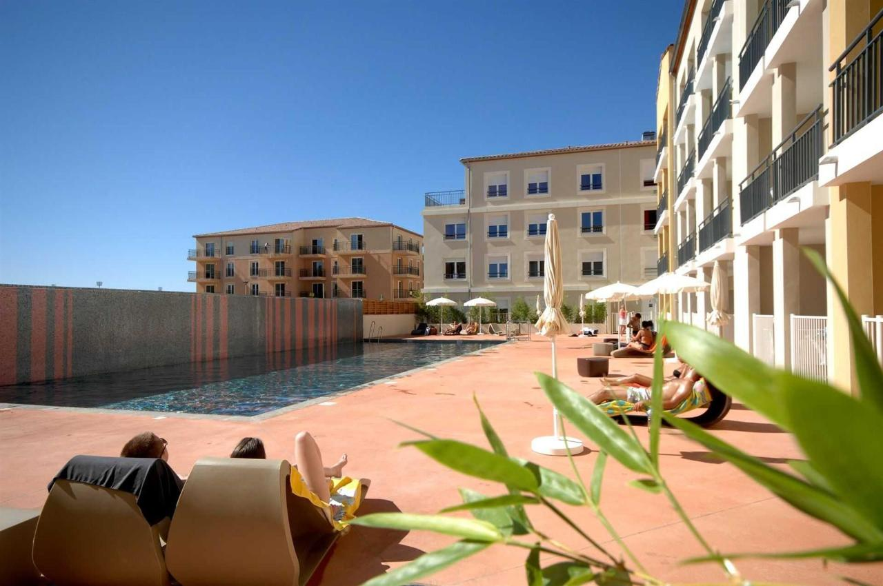 piscine-et-facade-1.jpg