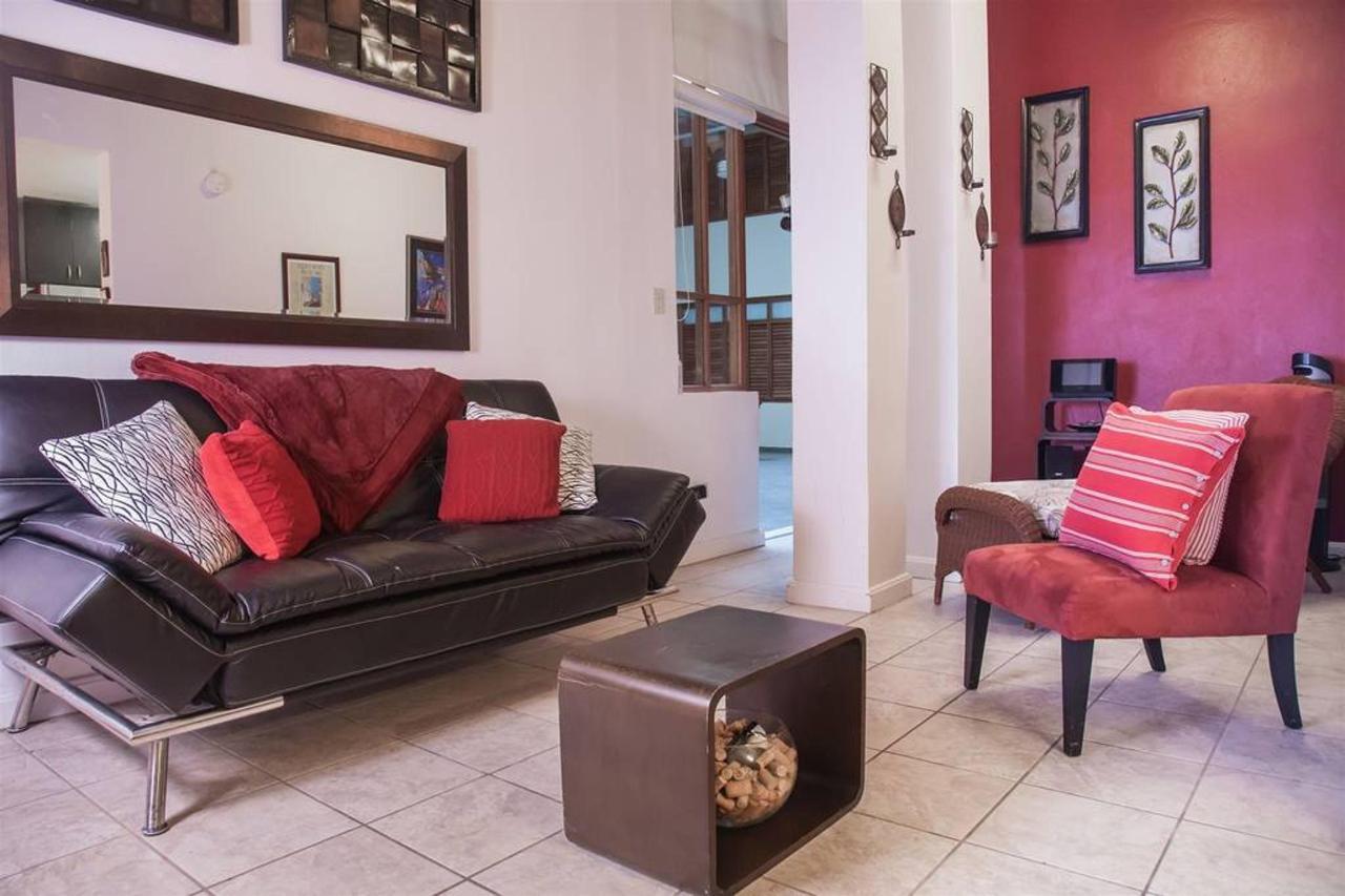 El Gambaro Luxurious Loft_CVR4.jpg
