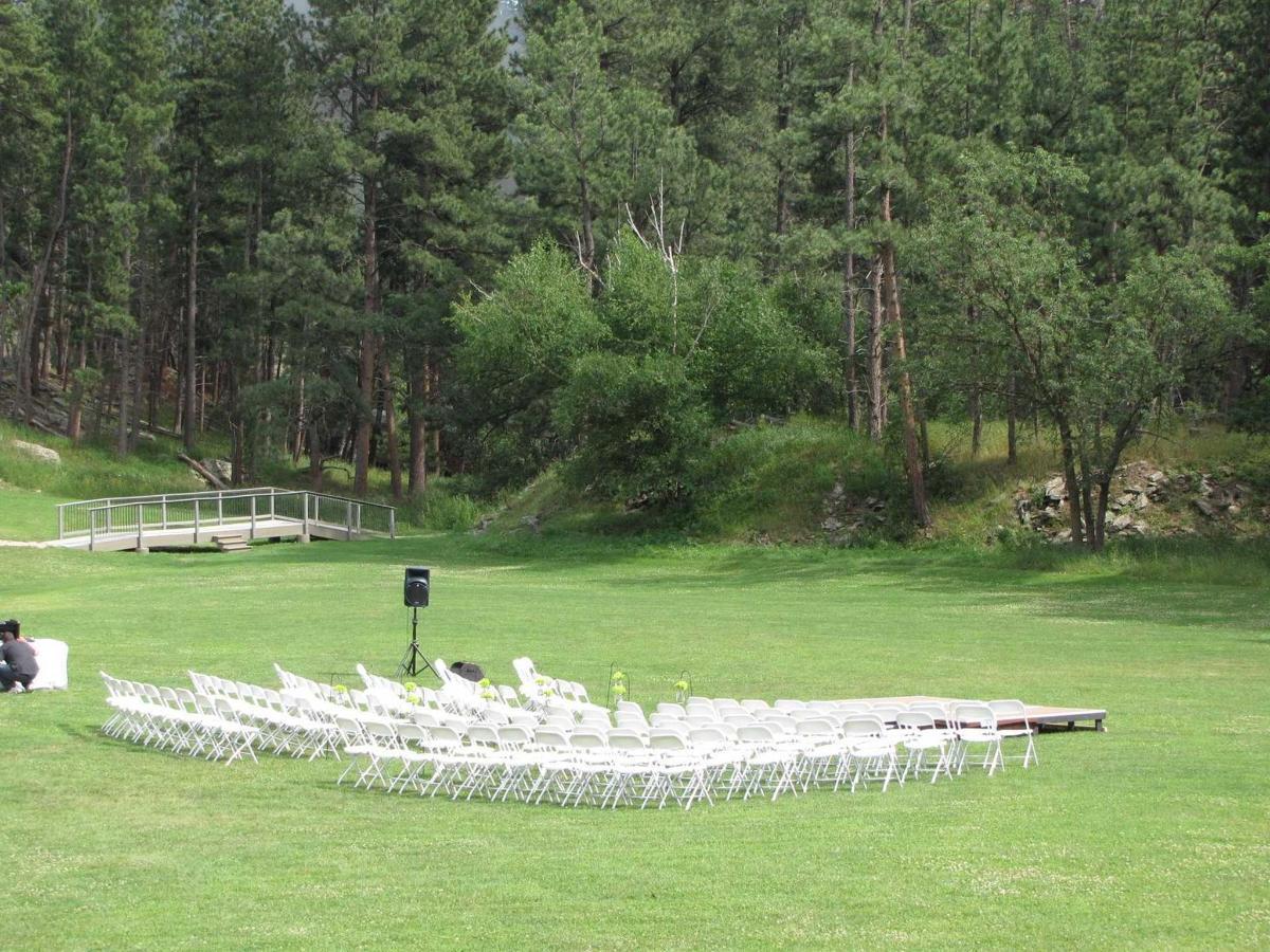 meadow-middle-of-meadow-wedding-21.jpg.1920x0.jpg