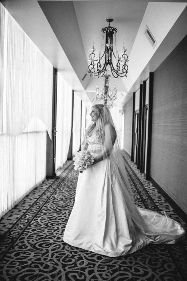 beautiful-bride-in-veranda.jpg.1920x0.jpg