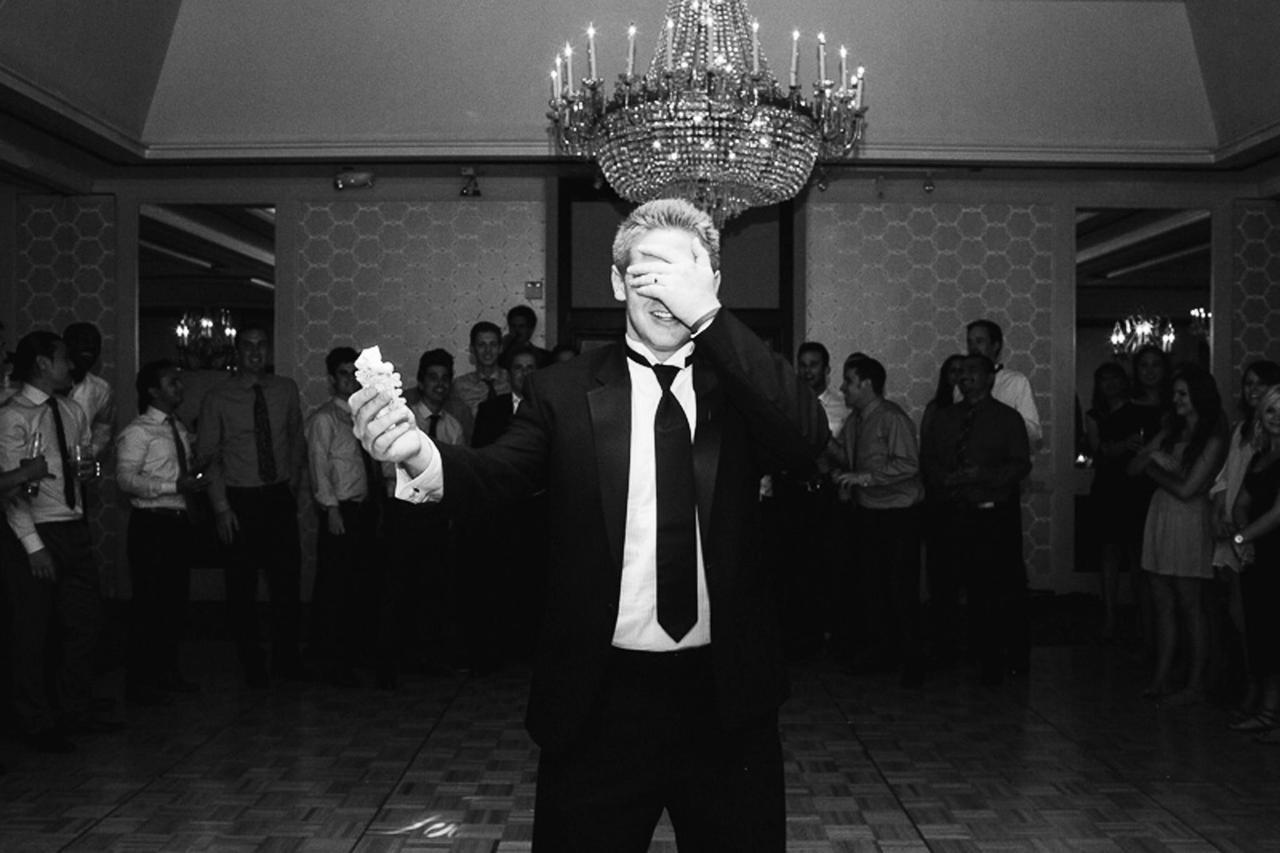 grooms-garter-toss.png.1920x0.png