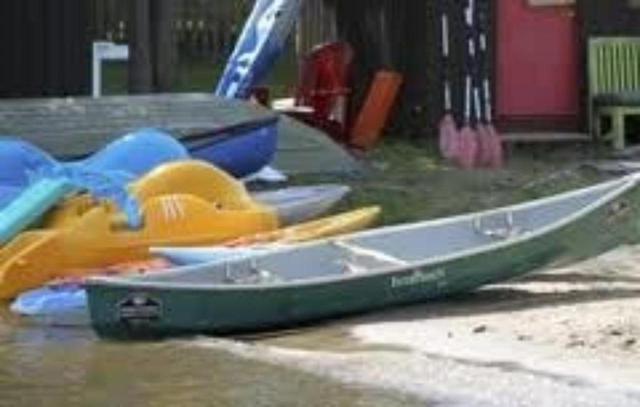 canoes.jpg.1024x0.jpg