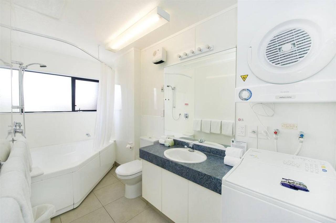 01-2-bedroom-bathroom.jpg.1024x0.jpg