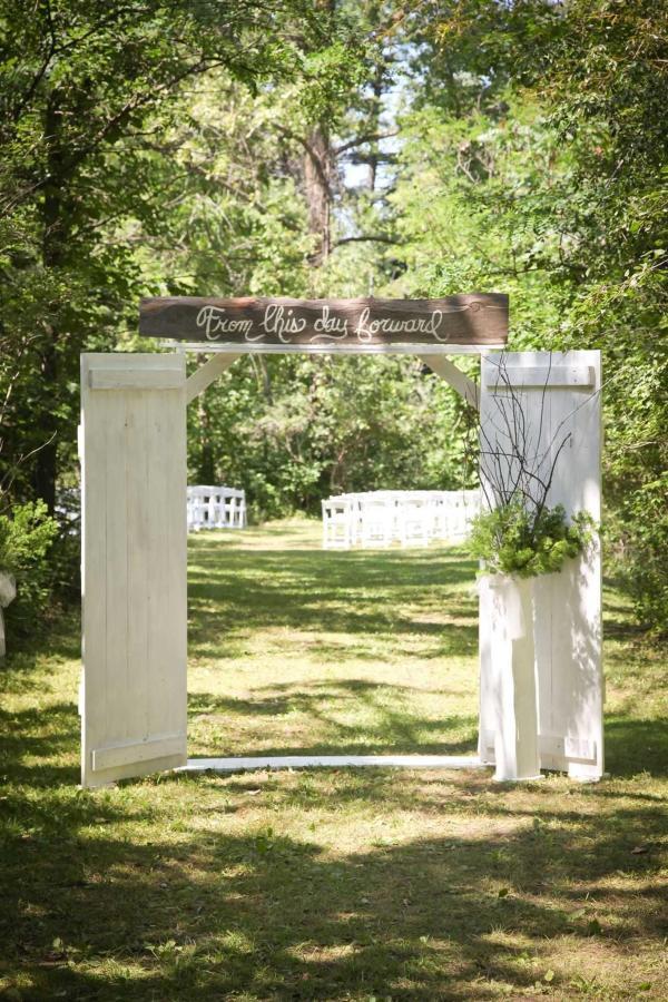 olivia-and-jason-s-wedding-day-details-0035.jpg.1920x0.jpg
