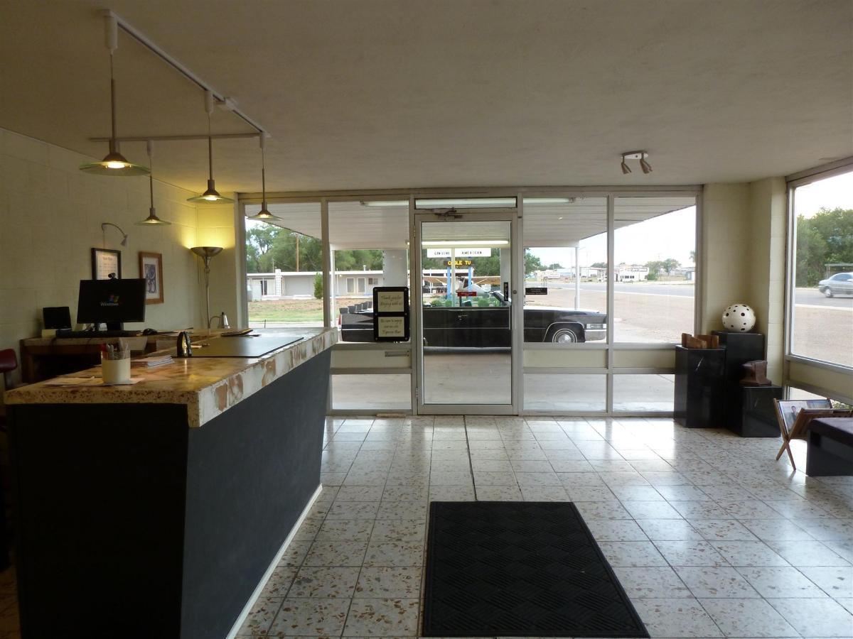motel-lobby-2.JPG.1920x0.jpg