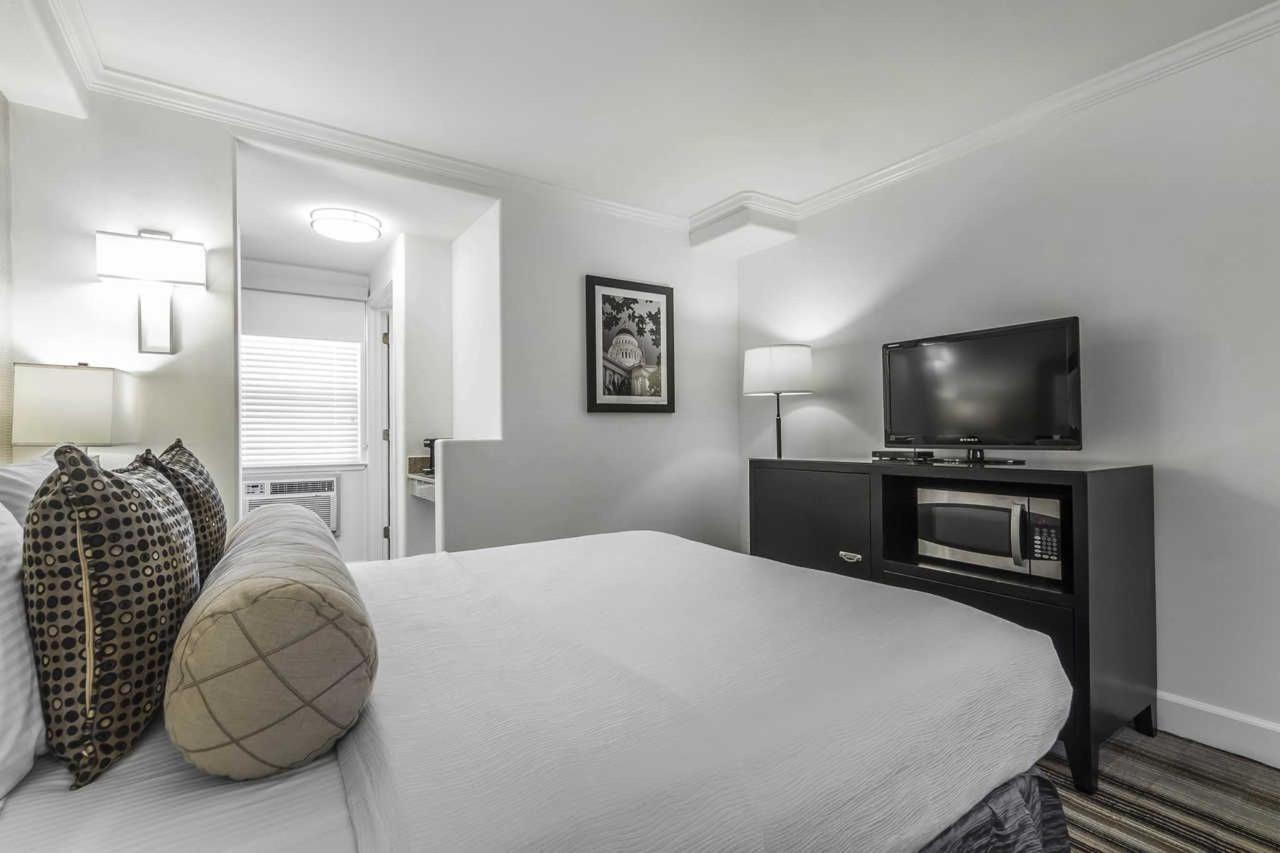 1-queen-bed-2.jpg
