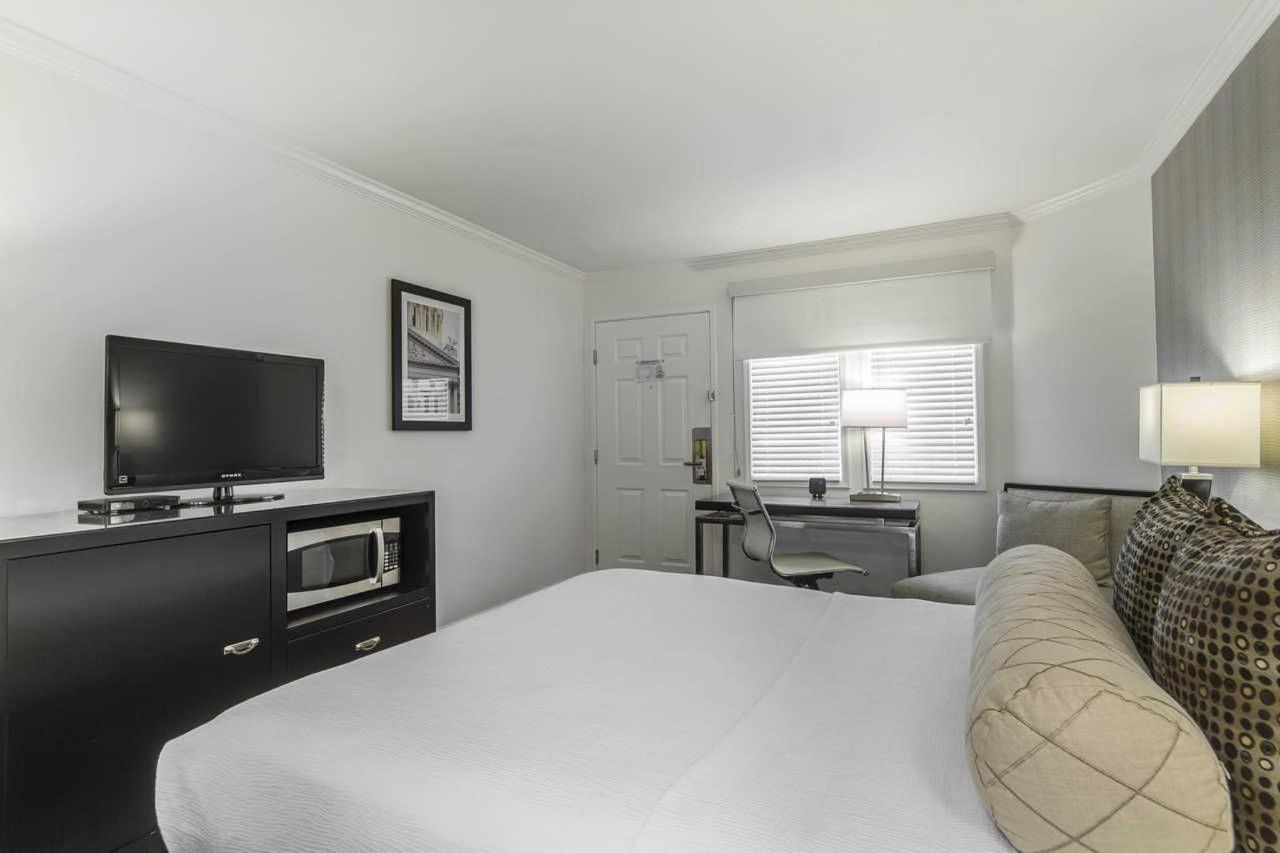 1-queen-bed-3.jpg