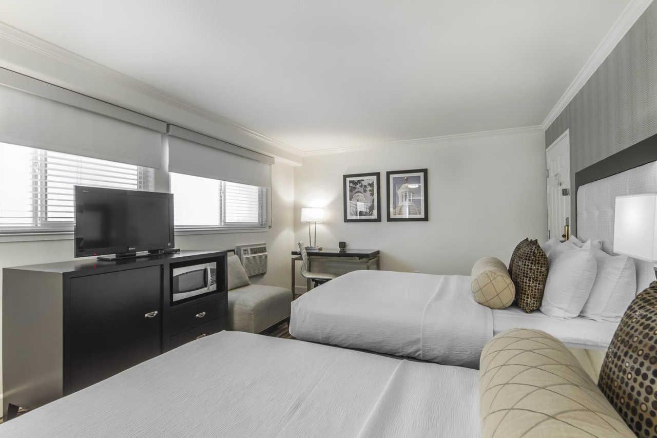 2-queen-beds-4.jpg
