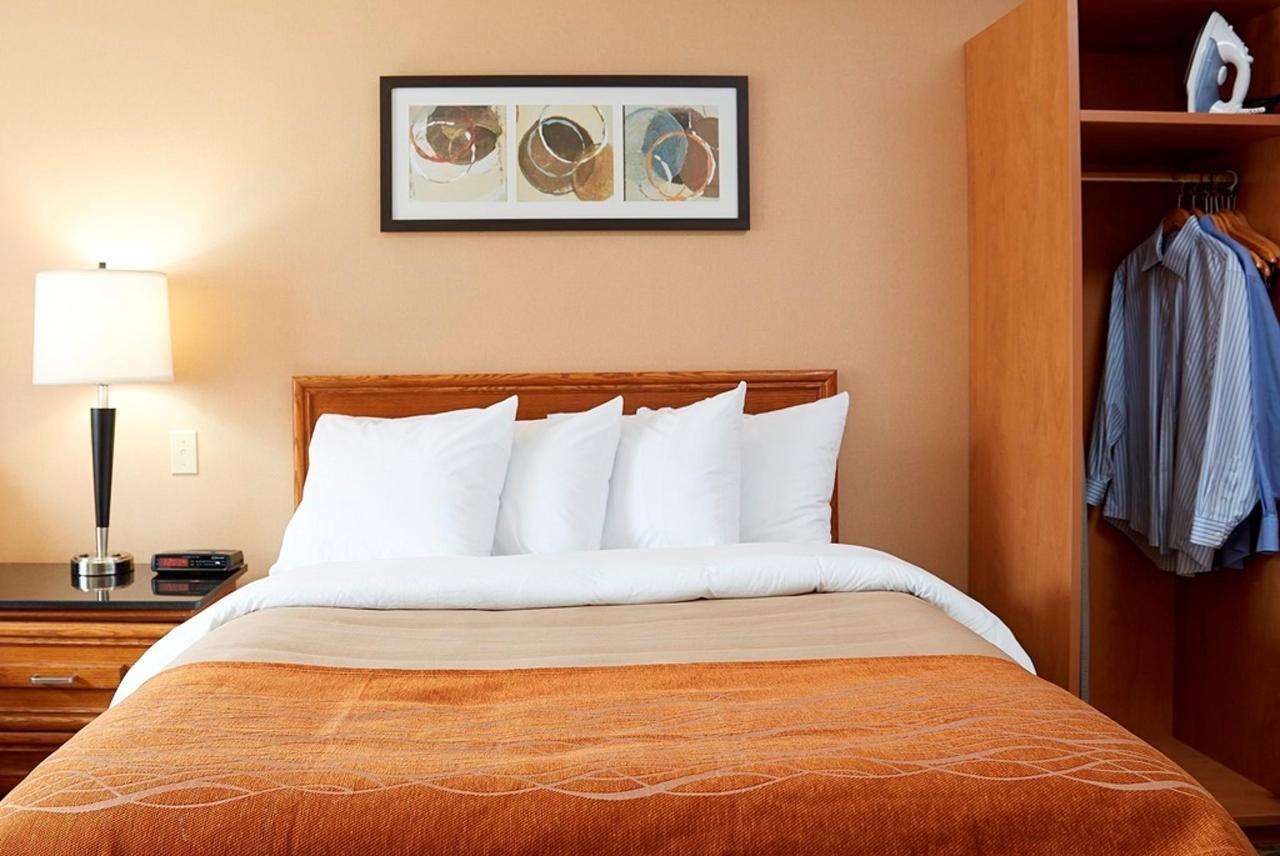 pillowtop-queen-guestroom.jpg.1024x0.jpg