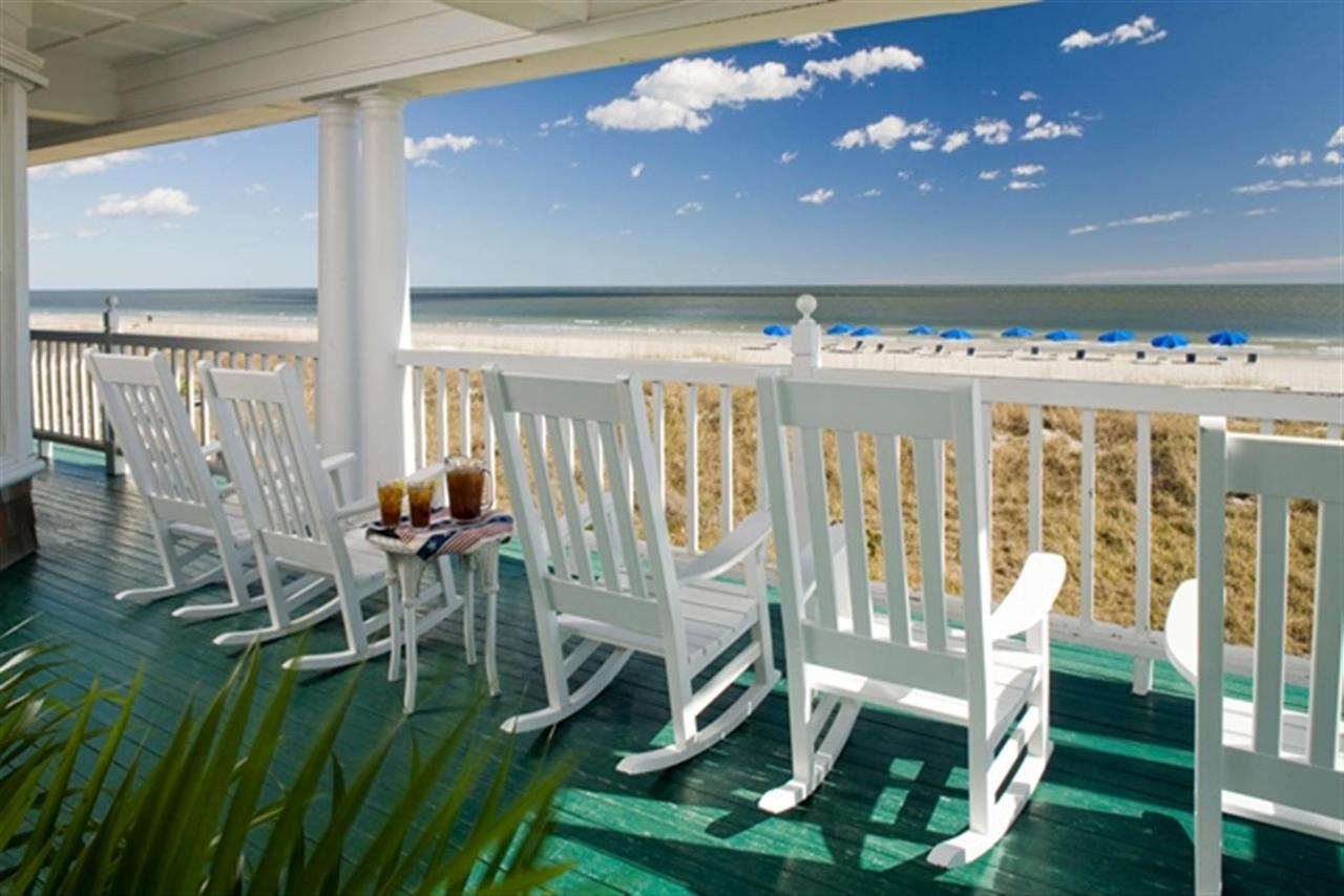 elizabeth-pointe-lodge-oceanfront-porch.jpg.1920x0.jpg